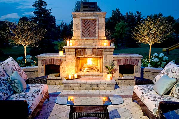 How to choose between a Fire pit or Fireplace.